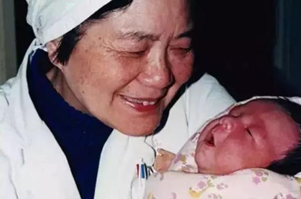 中国首例试管婴儿